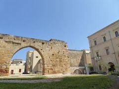 真夏の優雅な南イタリア旅行 Napoli×Puglia♪ Vol170(第10日目午前) ☆ブリンディシ(Brindisi):Nuovo Teatro G.Verdiの地下に眠る古代ローマ時代の遺跡を眺めて♪