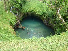 南太平洋の島国めぐり 何とも不思議で神秘的な洞窟の水たまりで水遊びしてきました