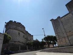 真夏の優雅な南イタリア旅行 Napoli×Puglia♪ Vol198(第11日目午前) ☆カロヴィニョ(Carovigno)に立ち寄る♪カロヴィニョ城(Castello)を眺めて♪