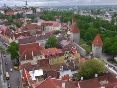 弾丸旅行でヘルシンキ&タリン その5 聖オレフ教会の塔からタリンの街を見渡す