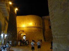 真夏の優雅な南イタリア旅行 Napoli×Puglia♪ Vol257(第13日目夜) ☆オートラント(Otranto):夜景の美しい城門「Porta Terra」と「Porta Alfonsina」♪