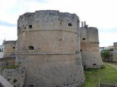 真夏の優雅な南イタリア旅行 Napoli×Puglia♪ Vol263(第14日目午前) ☆オートラント(Otranto):朝のアラゴン城(Castello Aragonese)を眺めて♪