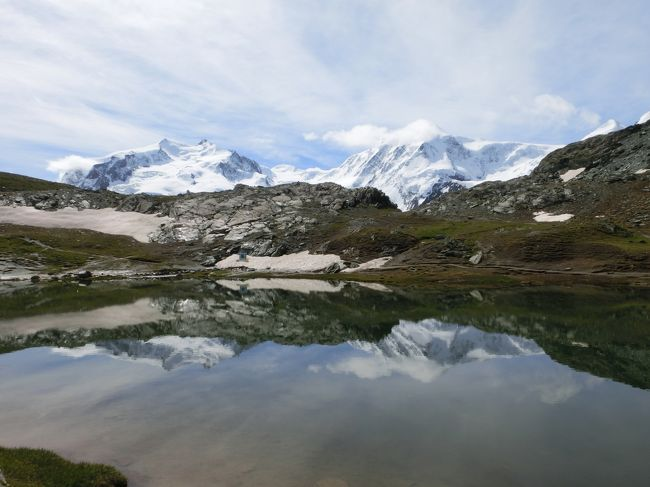 チューリッヒからサンモリッツへ入り2泊<br />ツェルマットに2泊ハイキングを楽しみ、シャモニーへ移動して1泊、<br />その後グリンデルワルドで2泊し、ルツェルンで1泊、帰国という日程です。<br />晴れ・曇り・霧・雨・吹雪という何でもありのお天気でしたが楽しんできました。<br /><br />普段の生活では殆ど歩かない私のハイキング編です(^_-)-☆<br />偶然にもこの日はツェルマットマラソンが開催していましたので、頑張ってるランナー達を応援してきました(*^^)v