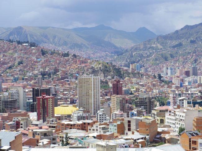 南米左側!女一人旅の写真たちですー。<br />南米は初でしたが、大好きになりました!<br />そんな大好きがきっと伝わる写真たち。楽しんでいただきたい〜。<br /><br />★エクアドル→ペルー→ボリビア→イースター島→チリ★<br />へと、移動しましたー。<br />良かったら!色んな国の写真を楽しんでください。<br />そして、これから南米左側に行かれる方の、何かお役に立ちますよーに!