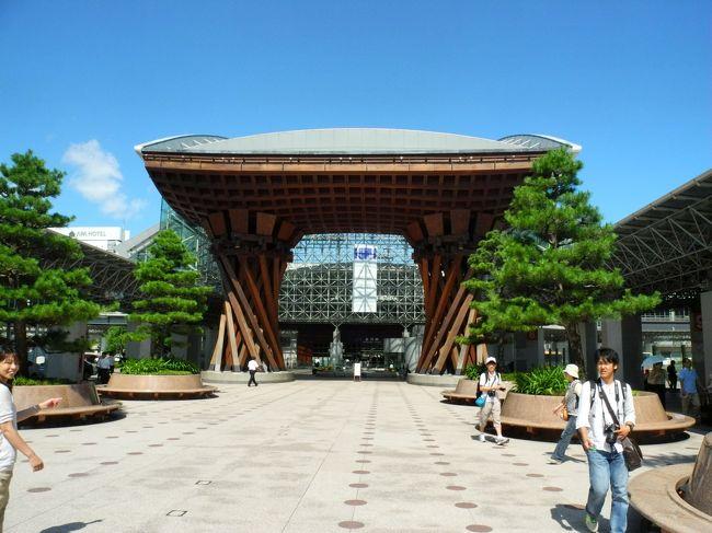 ※先の豪雨で被害を受けたすべての方々にお見舞い申し上げます<br /><br />6月、友人に夏休みの旅に誘われました。普通列車で岐阜〜高山〜富山〜金沢を旅する予定でしたが・・・<br />金沢は2回目ですが、やはり飽きない街ですね。<br /><br />