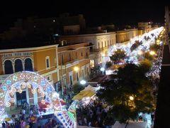 真夏の優雅な南イタリア旅行 Napoli×Puglia♪ Vol305(第15日目夜) ☆ガリポリ(Gallipoli):ホテル「Palazzo del Corso」のジュニアスイートルームからお祭りを眺めて♪