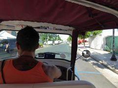 真夏の優雅な南イタリア旅行 Napoli×Puglia♪ Vol307(第16日目午前) ☆ガリポリ(Gallipoli):小さな三輪車でガリポリの美しいビーチへ目指して♪