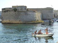 真夏の優雅な南イタリア旅行 Napoli×Puglia♪ Vol312(第16日目夕) ☆ガリポリ(Gallipoli):黄昏の旧市街と新市街のメインストリートでショッピングを楽しむ♪