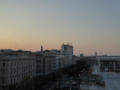 真夏の優雅な南イタリア旅行 Napoli×Puglia♪ Vol329(第17日目夕) ☆バーリ(Bari):高級ホテル「Oriente」の屋上から黄昏のバーリを眺めて♪