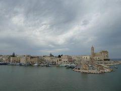真夏の優雅な南イタリア旅行 Napoli×Puglia♪ Vol345(第18日目午後) ☆トラーニ(Trani):要塞から美しい漁港と大聖堂を眺めて♪