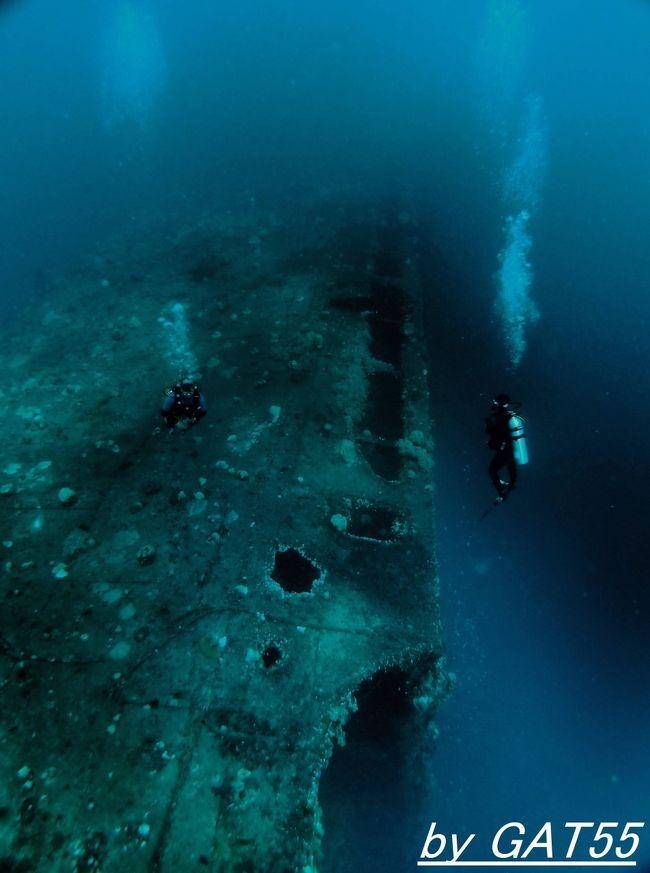 20日~28日までトラック諸島で計19本潜ってきました。27日の2本目は、特設運送船 りおで志ゃねいろ丸。排水量9627㌧ 全長146.91m 最高速力17.08ノット。1930年(昭和5年)5月15日に竣工し、大阪商船の貨客船として南米航路に就航。1940年(昭和15年)10月8日に海軍に徴用され特設潜水母艦に改装され太平洋戦争に突入。マレーシアのペナン、マーシャル諸島クェゼリンで補給活動に従事し1943年(昭和18年)9月15日付で特設運送船に変更され、1944年(昭和19年)2月11日にトラックに入港、そして2月17日~18日のトラック空襲(作戦名ヘイルストーン)に参加した空母艦載機の攻撃を受け2発の爆弾が命中、17日にウマン島(旧名 冬島)の東、水深35mの海底に右舷を下に横転状態で沈没。黙祷の後、潜行開始。