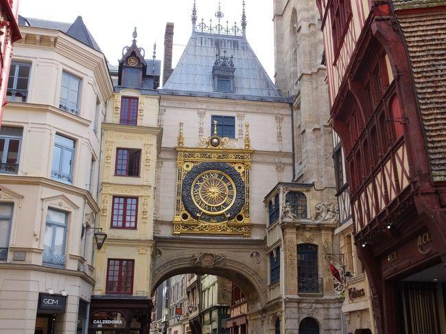 前日、パリに到着してその夜はホテルで宿泊。いよいよフランスの観光が始まります。今日はパリを出て、モネで有名なシベルニー訪れ、その後、ルーアン市街を観光してモンサンミッシェル付近のホテルまで向かうという行程です。