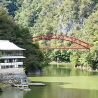 美しい緑に囲まれて 帝釈峡散策と神龍湖遊覧船めぐり 広島グルメを楽しむ旅