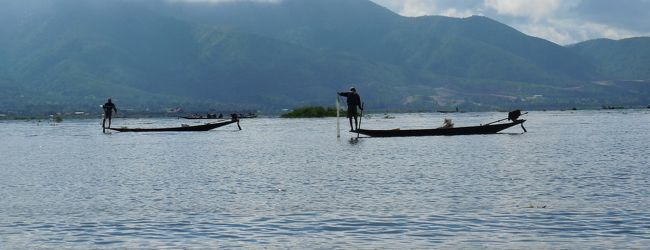 インレー湖を丸1日ボートトリップ