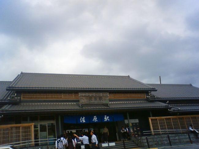 空港のある成田から東に小一時間ほど、行ったところに、水運でその昔、栄えた小江戸とも小京都とも称されていた佐原があります。川沿いはこぎれいに観光地化してますが、それ以外は地方都市にありがちな、殺風景な状況にビックリ。