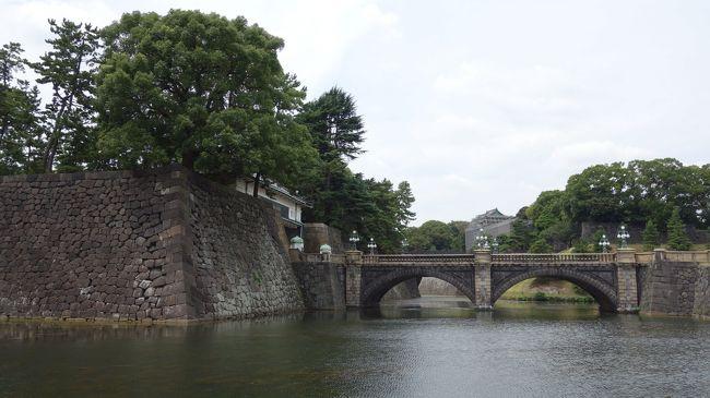 東京に住んでいながらあえて行くことの無い皇居へ行ってみました。<br />驚くことに訪れていたのは99%海外の観光客でした。