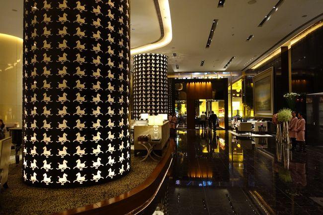 「不思議の国のアリス」コンセプトのホテルらしいけど、、こんなにつるつるに磨かれた鏡面大理石床の浴室だと気を抜くとツルッと「あの世の国のアリス」になりそう〜(;゜ロ゜)<br /><br />デザイン重視の使い勝手最悪駄目ホテルの典型。<br /><br />人気ホテルらしいけどまさしく中身はチャイナクオリティー(汗)<br /><br />綺麗なんだけどね・・・・デザインに振られすぎて全てが使いにくい。<br /><br />良いのは場所とトイレとFB(FBは通常中国では使えない。ツイッターは不可)にVPNなしでアクセスできる点。<br /><br />1階ブッフェはひとり約398元(曜日によって値段が若干異なる)で質も悪くない。<br /><br />静かなので新天地のざわざわしたところに疲れたらぜひ足を運んで頂きたい。<br /><br />コンビニは少し遠いけど夜10時迄なら近くに高級スーパーがある。<br /><br />日本料理もスタバも徒歩1分。<br /><br />夜はポン引きが多い。<br /><br /><br />ザ・プリ ホテル アンド スパ 璞麗酒店 The Puli Hotel and Spa<br />http://4travel.jp/travelogue/10940045<br /><br />ザ ランガム シンティエンディー 上海新天地朗廷酒店 The Langham Xintiandi Shanghai<br />http://4travel.jp/travelogue/10938995<br /><br />パークハイアット上海 パークスイート Park Hyatt Shanghai<br />http://4travel.jp/travelogue/10925259<br /><br />IFC レジデンス ifc Residence<br />http://4travel.jp/travelogue/10906962<br /><br />フェニックスホテル 鳳凰大酒店 Phoenix Hotel <br />http://4travel.jp/travelogue/10786812<br /><br />アーロンズハウス 上海宏泉艾瑞酒店 Aaron&#39;s House Family Apartment<br />http://4travel.jp/travelogue/10776218<br /><br />WH ミン ホテル シャンハイ 上海小南国花園酒店 WH MING HOTEL <br />http://4travel.jp/travelogue/10751947<br /><br />ポートマンリッツカールトン 上海波特曼麗嘉酒店 The Portman Ritz-Carlton <br />http://4travel.jp/travelogue/10689196<br /><br />ロイヤルメリディアン上海 海世茂皇家艾美酒店 Le Royal Meridien Shanghai<br />http://4travel.jp/travelogue/10661391<br /><br />シェラトン上海虹口ホテル 海虹口喜来登酒店 Sheraton Shanghai Hongkou Hotel<br />http://4travel.jp/travelogue/10556133