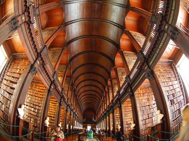 やっと念願のアイルランドにやって来ました。<br />その目的は、「フラットオイスター」「ケルズの書」「ギネス」「モハーの断崖」などなど盛り沢山です。