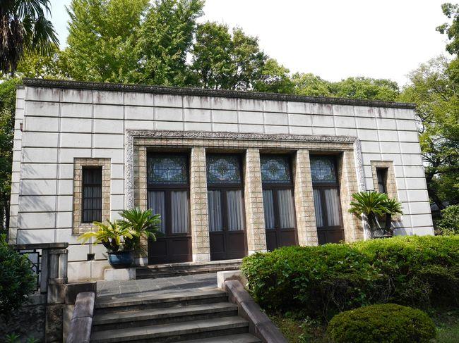 旧古河庭園から歩いて、飛鳥山をめざしました。<br />飛鳥山は桜で有名です。八代将軍徳川吉宗の享保の改革のひとつとして、江戸っ子たちの行楽の地とするため桜を植えたのが始まり。古くから東京江戸の桜の名所として知られています。650本の桜が見事です。<br />飛鳥山公園で、青淵文庫と晩香盧の見学。そして、渋沢栄一資料館。<br />その後は、玉子焼とくず餅を求めて歩きました。