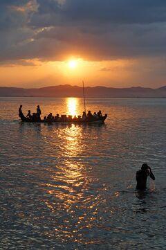 緬甸憧憬(5) 蒲甘(バガン)ナンパヤーのブラフマー神のレリーフとスラマニ寺院の壁画に酔い、夕陽から日没のイラワジ川を漂う。