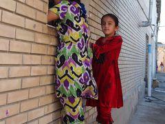 シルクロードの青い宝石 ウズベキスタンで 出会い旅 (3)古都ブハラで、突然合コン(?)に飛び入り参加(笑)
