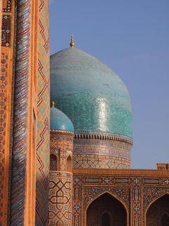 シルクロードの青い宝石 ウズベキスタンで 出会い旅 (9)サマルカンド 憧れのレギスタン広場へ