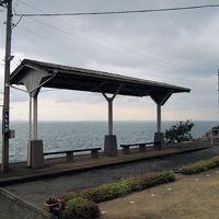 海に面した下灘駅と鉄道レストラン