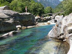 2014年7月スイス-6 青い清流ヴェルザスカ渓谷と少年の勇姿