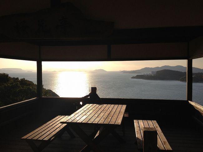 2週続けて「Nのために」ロケ地めぐりです。今日はぐうたらしていて昼過ぎに自宅を出発。高松でうどんを食べて14時20分の高速艇に乗り込みました。目指すは慎司と希美が将棋指したりした海の見える見晴らしのいい東屋です。我が家の「ちび倉奈々(榮倉奈々)」をモデルに写真を取りまくりました。<br /><br />小豆島町池田「桜花亭」