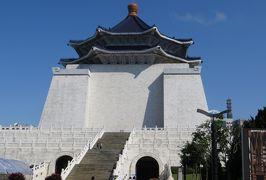 2014秋、台湾旅行記10(12):11月20日(4):台北、龍山寺、前殿、銅雕龍柱、噴水、中正記念堂へ