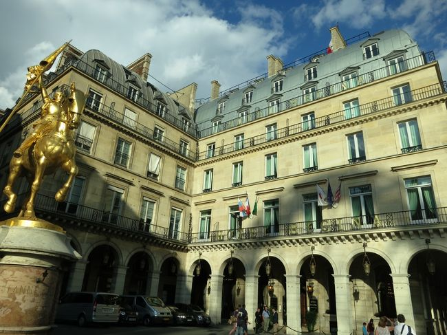 """夫婦で初めての海外個人旅行挑戦。<br />「 モン・サン・ミッシェル 」 二日目は、バスの出発時刻まで島内を散策します。<br />午後からは、昨日同様バス ・ TGVを乗り継ぎ、再びパリへ。<br />宿泊先のホテルでは思いもかけないサプライズが ・・・・・・・・<br /><br />【旅程】<br />8/13(水)・・・08:08パリ発⇒ TGV ⇒レンヌ ⇒ 12:50モン・サン・ミッシェル着<br />     (午後)島内観光 / 修道院 / 19:00ディナー (モン・サン・ミッシェル島内泊)<br /><br />8/14(木)・・・(午前)島内観光 / 11:25出発 ⇒ レンヌ⇒ TGV ⇒16:13パリ着<br />     (夜)ムーラン・ルージュ """"ディナーショー"""" (18:00~23:00) (ルーヴル泊)<br /><br /><br /><br />"""