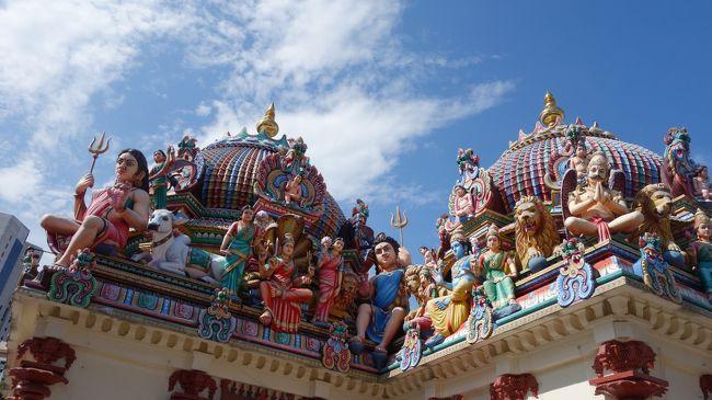 極彩色の仏教寺院・新加坡佛牙寺龍牙院を見学した後は、ヒンドゥー教の寺院・スリ マリアマン寺院に向かいます。仏教寺院とヒンドゥー教の寺院が、スグ近く歩いて行ける距離にアルのがシンガポールの魅力でしょう。ましてや、そのまたスグ近くにはイスラム教のモスク・ジャマエモスクまで在ります。幾つもの宗教が、共存共栄しているシンガポールに出来て世界中で出来ない理由は、無いはずです。