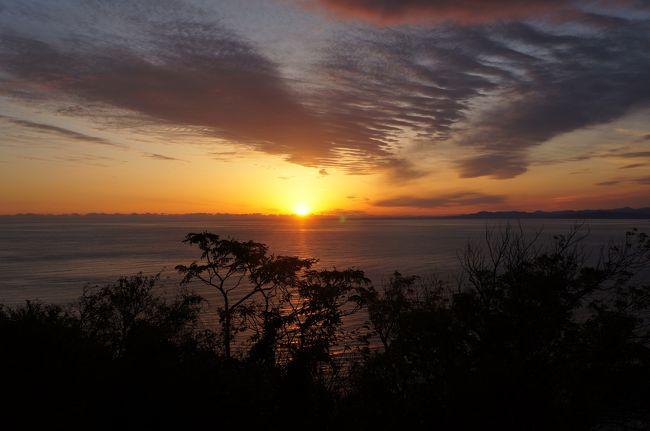 畑にミカンを獲りに行って来ました。同じ市内なのですがミカン畑までは車で40分くらいかかります。<br />往きの富士山と帰りの夕陽がきれいだったのでアップします。