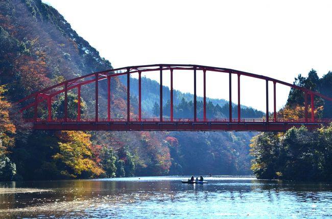[晩秋の休日]亀山湖・笹川渓谷で紅葉クルーズ&里山の古民家カフェ《郷里》でランチ