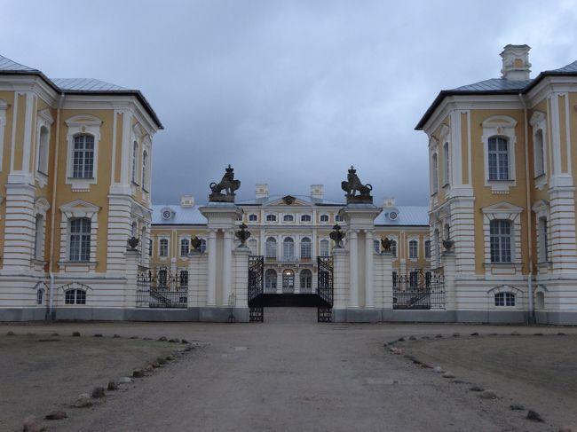 ルンダーレ宮殿に行ってきました。<br />「18世紀」に造られた「ラトビア南部」にある「宮殿」です。<br />「バルト」の「ベルサイユ」と言われています。