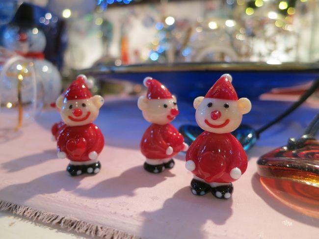 フランクフルトを拠点にハイデルベルク、ローテンブルク、ニュルンベルク、<br />ケルン、リューデスハイムのクリスマスマ―ケットをめぐる<br />H.I.S.のツアーに参加しました。<br />巡った街はどこも魅力的で、大満足で帰ってまいりました。<br /><br />格安ツアーのため少々のことは目をつぶりましょ、と思っていましたが<br />特にこれといった不便さ不快さもなく、むしろ毎日とても快適でした。<br />(アブダビ乗継で、その点だけは思った以上に疲れましたが)<br />一人参加のくせに終始笑顔(笑)とても楽しくすごすことができました。