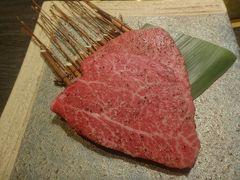 都内の美味しいお肉特集。銀座、代官山、お台場、浅草などで鉄板焼き、焼肉、すき焼き、しゃぶしゃぶ、もつ鍋などを食べ歩き。