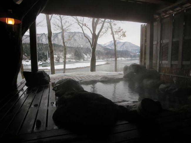 誕生日だったのもあり、絶景の雪見露天を楽しめる麒麟山温泉、雪つばきの宿 古澤屋さんに1泊しました。<br />越後湯沢方面や小出・十日町方面なども考えていましたが、今冬の12月は寒波襲来がたびたびあり、<br />夫が数日前に仕事で越後湯沢からの帰路、高速道路で事故のため、4時間ほど立ち往生してしまったので、<br />とにかく下道でも帰れそうな近場を選択しました。<br />元々、旅行はいつも直前予約が多く、今回も空いていたら行こうか・・・ぐらいのノリでした。<br /><br />津川・麒麟山方面は夏場には行ったことありましたが、冬場は初めてでしたが、<br />絶景の露天風呂を堪能しました。<br /><br />磐越方面も津川から先は雪が多いですが、津川まではまだマシでした。<br /><br />表紙の写真は、貸し切り露天風呂からの阿賀野川、赤崎山の風景です。