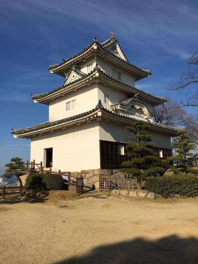 高知城から18きっぷで帰阪途中に立ち寄りました。<br />当初は13時過ぎの高知発普通阿波池田行の予定でしたが<br />10時台に乗ることができ、もう1城と思い「丸亀城」に向かいました。