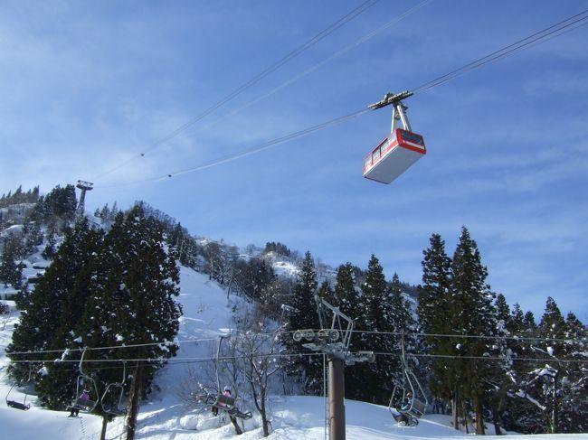 我が家の年末恒例の温泉&雪遊び(去年からはスキー)旅行。5年前に越後湯沢を訪れてからは、アクセスの良い越後湯沢が気に入り、毎年、訪れています。越後湯沢駅からシャトルバスで数分、徒歩8分の湯沢高原スキー場は、アクセスがよい上、スノーランドも充実しているので、娘がスキーをしない頃から楽しく雪遊びができました。<br />今回は、ゲレンデに隣接する湯沢東映ホテルに泊まり、スキーや雪遊び、温泉を楽しんできました。<br />1日目は天気が良く、山の景色も素晴らしかったです。なだらかなゲレンデでスキーや雪遊びをし、夜は広めの温泉でゆったり。<br />2日目はあいにくの雨でしたが、美味しい年越しそば(年越しにはちょっと早いですが)も食べられて大満足!の旅でした。<br /><br /><br /><br /><br /><br />