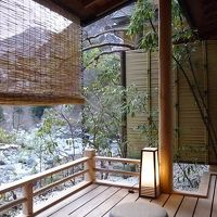ギネス認定 世界一歴史の古い温泉宿「慶雲館」と雪景色の「明神館」