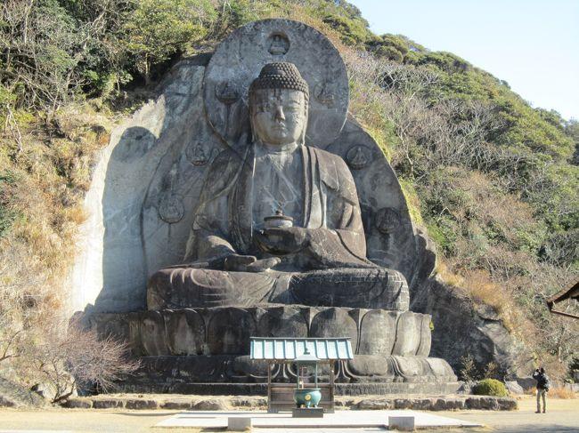 2015年の冬休みは、千葉県鋸山の日本寺に行きました。ここは、隆起した山がノコギリに見えることから鋸山と言われるそうです。光明皇后が受けたお告げから、行基がただならぬ霊気を感じ建てたという「日本寺」。見所は、①日本最大の大仏②1553体の羅漢像③百尺観音④石切場あとにできた「地獄のぞき」です。2639段の階段を歩けるかとても心配でしたが、なんとかたどり着くことができました。パワーと癒しをたっぷり頂いてまいりました。