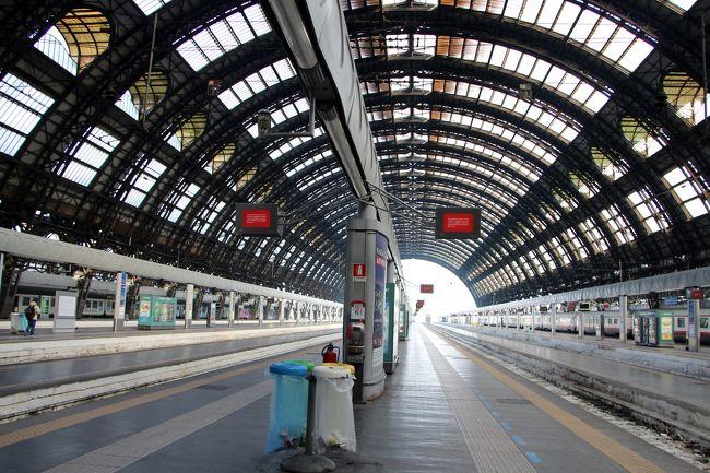 2014.12~2015.01 真冬のイタリア旅行記 2日目午後。。。<br /><br />ミラノの観光を予定通り終え、、、<br /><br />(我家にとって物事が予定通り進むってのはすごい事なんです。)<br /><br />これからフィレンツェ経由でアッシジへと向かいます^^<br /><br /><br /><br /><br />[日程]<br />12/27 羽田→パリ→ミラノ              [ミラノ泊]<br />vol.1 http://4travel.jp/travelogue/10967513<br /><br />12/28 ミラノ→アッシジ               [アッシジ泊]<br />vol.2 ミラノ散策 http://4travel.jp/travelogue/10969015 <br />vol.3 ミラノ→アッシジ http://4travel.jp/travelogue/10971407               <br /><br />12/29 アッシジ                   [アッシジ泊]<br />vol.4 アッシジ散策① http://4travel.jp/travelogue/10971409<br />vol.5 アッシジ散策② http://4travel.jp/travelogue/10969017<br />vol.6 アッシジ散策③ http://4travel.jp/travelogue/10974054<br /><br />12/30 アッシジ                   [アッシジ泊]<br />vol.7 アッシジ散策④ http://4travel.jp/travelogue/10978638<br />vol.8 アッシジ散策⑤ http://4travel.jp/travelogue/10979459<br /><br />12/31 アッシジ→フィレンツェ           [フィレンツェ泊]<br />vol.9 アッシジ→フィレンツェ http://4travel.jp/travelogue/10981175<br />vol.10 フィレンツェ散策① http://4travel.jp/travelogue/10981692<br />vol.11 フィレンツェ散策② http://4travel.jp/travelogue/10981693<br /><br />                    <br />01/01 オルチャ渓谷ツアー            [フィレンツェ泊]<br />vol.12 サン・クイリコ・ドルチャ散策 http://4travel.jp/travelogue/10984211<br />vol.13 ピエンツァ散策 http://4travel.jp/travelogue/10986723<br />vol.14 モンティッキエッロ散策 http://4travel.jp/travelogue/10986724<br />vol.15 モンタルチーノ散策 http://4travel.jp/travelogue/10986725<br />vol.16 フィレンツェ散策③ http://4travel.jp/travelogue/10986726<br /><br /><br />01/02 フィレンツェ<br />     フィレンツェ→パリ→<br />vol.17 フィレンツェ散策④&帰国編 http://4travel.jp/travelogue/10994695<br /><br /><br />01/03 羽田着