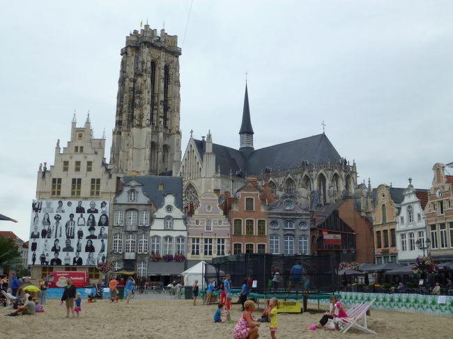 ブリュッセルの中央駅からICに乗って20分でメッヘレン Mechelenに到着。<br />10:32発 - 10:51着<br />ICは各停や準急もあるので時刻表のチェックをした方がいいです。一度間違えて各停に乗ったことがありますが、気が遠くなるくらい時間がかかりました。<br /><br />旧市街の中心地グロート・マルクト Grote Markt までは駅から歩いて15分ほどでに行けます。<br /><br />この町は16世紀にハプスブルク家の皇女&quot;オーストリアのマルガレーテ&quot;の統治下でネーデルラントの首都として繁栄したそうです。<br /><br />まずはグロート・マルクトの周りを軽く観光して、ガッツリとランチを食べて小旅行を終えました。まだまだ見逃したところもあるので、もう一度ゆっくり行ってみたいところです。