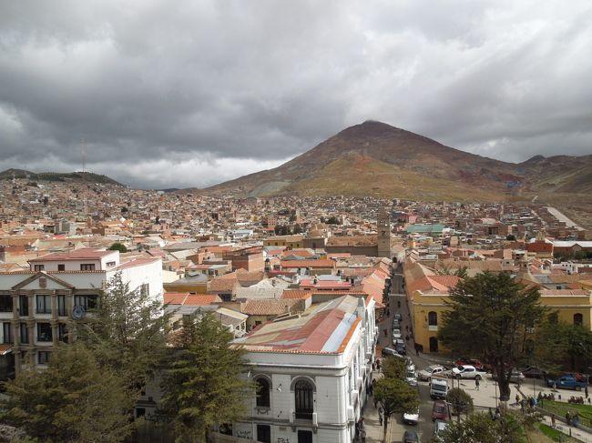 1週間旅行で、ボリビア行ってきました。<br /><br />この旅行記では☆の部分を書いてます。<br /><br />1/17 NRT→LAX→<br />1/18 LIM→LPZ→UYU<br />1/19 ウユニ午後ツアー<br />☆1/20 ウユニサンライズツアー、ポトシ、夜行バスでラパスへ<br />1/21 ラパス着、市内観光<br />1/22 ティワナク遺跡ツアー<br />1/23 LPZ→LIM、リマ市内観光<br />1/24 LIM→LAX→<br />1/25 NRT到着<br /><br />ポトシは寄る予定なかったけど寄りました。<br />小さいけど素敵な街でした。