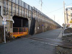 三島駅新幹線のホーム下に見える鉄道線路