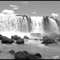 ど~ん~っと、世界三大瀑布:イグアスの滝をブラジル側から見上げる(ブラジル側編/フォス・ド・イグアスー/ブラジル)