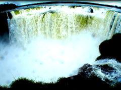 イグアスの滝、アルゼンチンサイドの最大の見どころ『悪魔の喉笛(のどぶえ)』(イグアスの滝/アルゼンチン側)