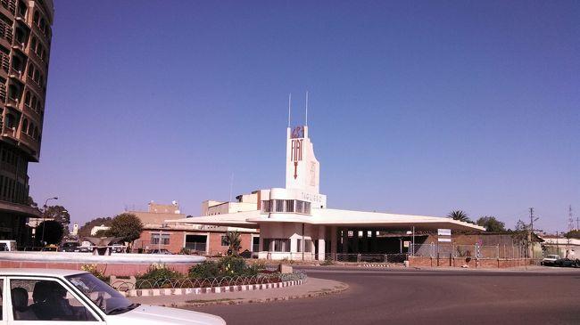 カタール航空ドーハ経由でエリトリアを訪問しました。<br />Asmara Grande社のMr.Tekesteから特別なサポートをいただきとても特別な時間を過ごしました。<br />入出国に関して、かつてあった外貨・電子機器の申告は今は行われていないようです。<br /><br />たまたまフェンキル作戦25周年祭開催あたりでの訪問となったため、Massawaへの訪問は許されませんでした。<br /><br />入国のためのビザ取得が必要なのはもちろんですが、入国の地域から他の地域を訪問するには旅行許可証が必要になるため、<br />事前に現地旅行会社等に手配を頼むか、入国後に管轄の省で申請をしましょう。<br /><br />進んだ電子機器やお金はないけど、豊かな文化がある。 そう現地の人は私に話しました。<br />たしかにその通りかもしれません。<br /><br />