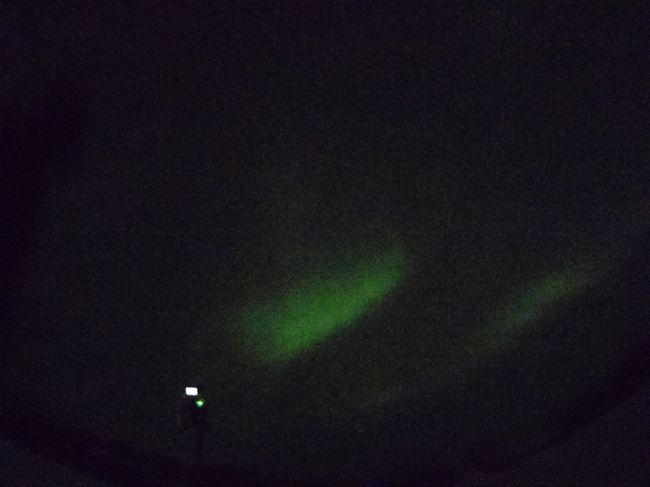 気温−30度の極寒のホワイトホースでオーロラを見てきました!<br /> <br />あまり綺麗に撮れませんでしたが、PENTAX Qでもかろうじてオーロラを撮影できました!<br /><br /><br />カメラ:PENTAX Q<br />レンズ:03FISH-EYE<br />絞り:F/5.6<br />シャッター速度:2秒<br />感度:ISO-6400
